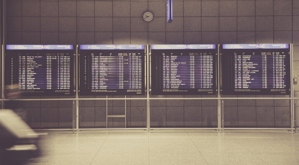 airport-594208_1280